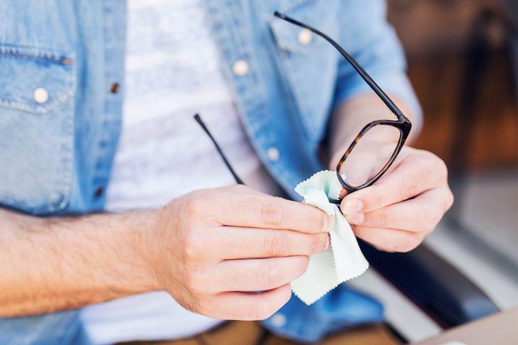 laver lunettes buée